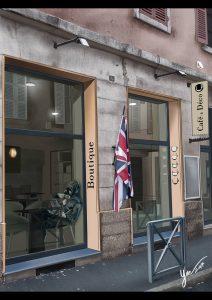 Fanart de Yué: Guislain au Café & Déco à Mâcon